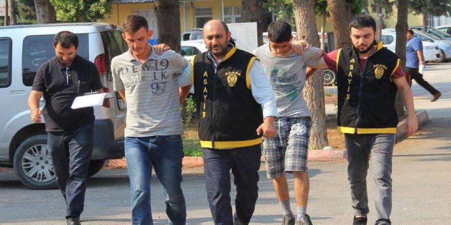 Adana'da akıl almaz olay! Soydukları sürücüye otostop çektiler..