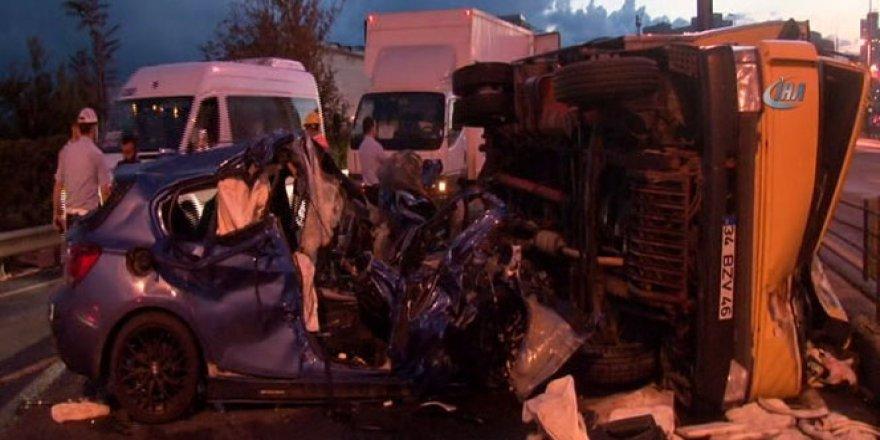 Kağıthane E-5 Karayolu'nda kaza: 2 ölü, 2 yaralı