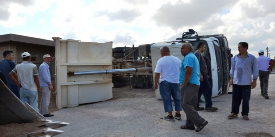 Biga'da Kum Yüklü Araç Devrildi!