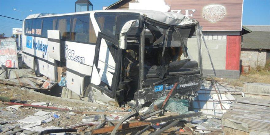 Balıkesir, Edremit'te Tur otobüsü faciası: 2 ölü, 5 yaralı