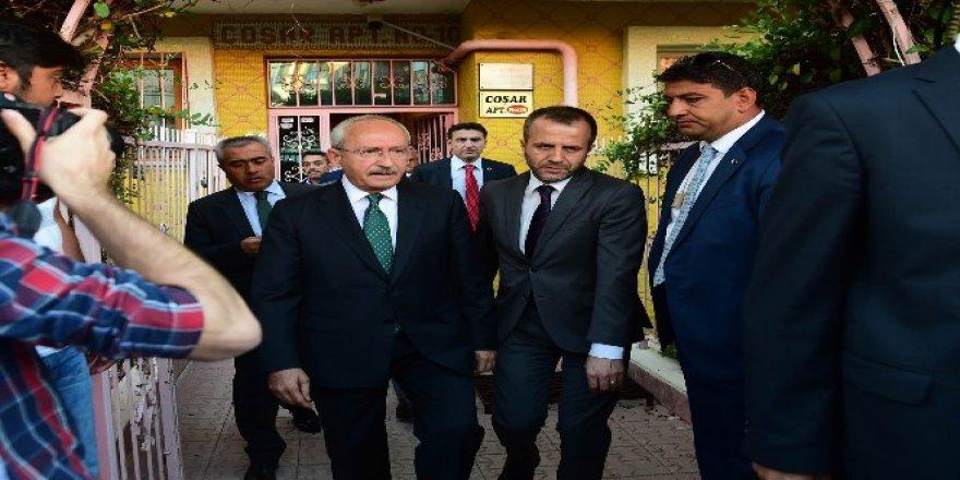 Kılıçdaroğlu Şehit Ailesini Ziyaret Etti