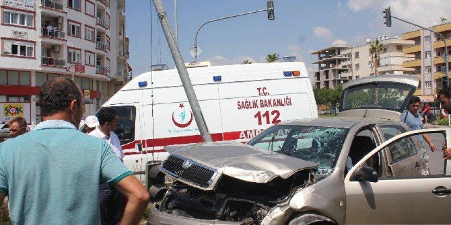 Antalya, Gazipaşa'da Trafik Kazası: 1 Yaralı