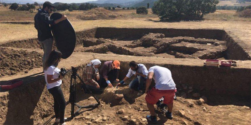 Alacahöyük'te 3 bin 300 yıllık insan iskeleti!
