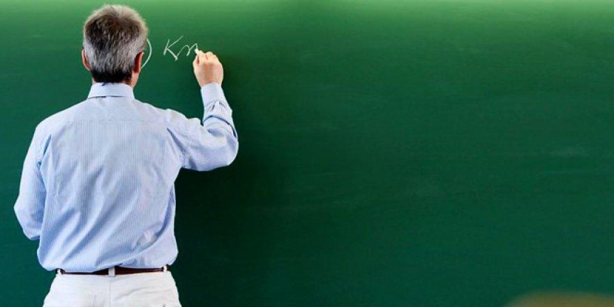 Bu ilde görev yapan öğretmenlerin yarısı açığa alındı