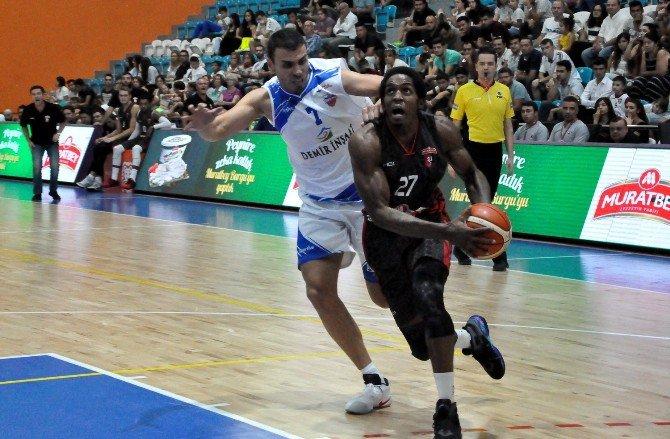 Uşak'ta Kurtuluş Ve Demokrasi Şehitleri Basketbol Turnuvası