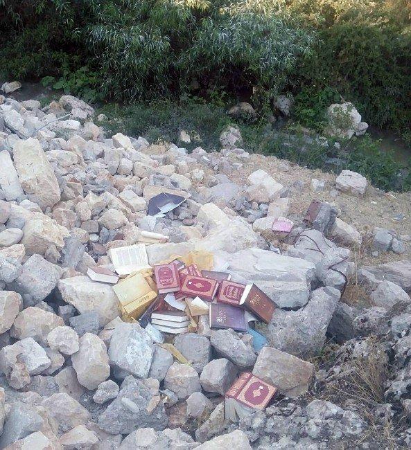 Adıyaman Besni'de Fetö'ye Ait Kitaplar Bulundu
