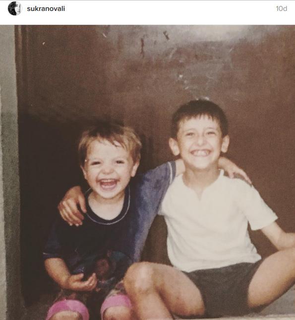 Şükran Ovalı sevgilisi Caner Erkin'in çocukluk fotoğrafını paylaştı.