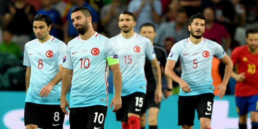 Türkiye, FIFA sıralamasında 2 basamak gerileyerek 21. sıraya düştü!
