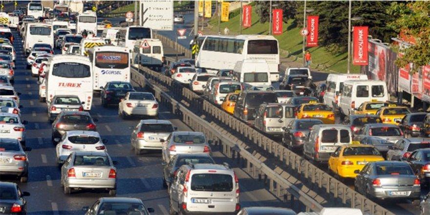 TEM Otoyolu'nda İstanbul'a dönüş yoğunluğu sürüyor