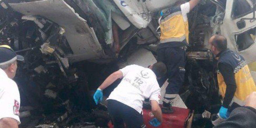 Afyonkarahisar'da Korkunç Trafik Kazası: 3 Ölü, 5 Yaralı