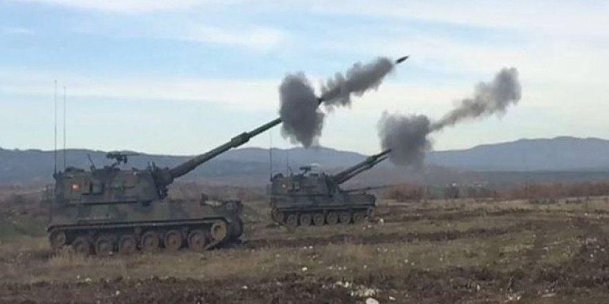 Suriye'de DAEŞ mevzileri obüs toplarıyla vuruluyor