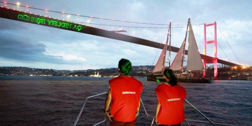 Rainbow Warrior gemisi Boğaz'dan geçti