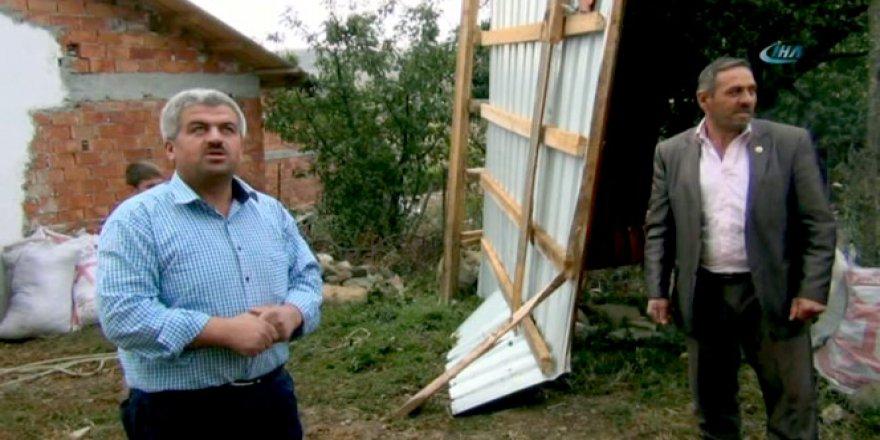 Çorum'da fırtına, evlerin ve ahırların çatılarını uçurdu