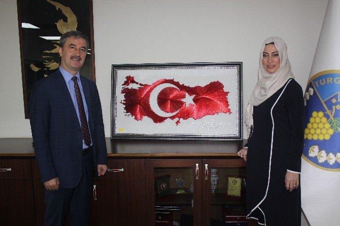 Başkan Turgay Şirin'e Anlamlı Hediye