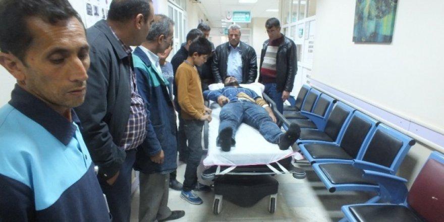Muş'ta polis aracı ile traktör çarpıştı: 3 yaralı