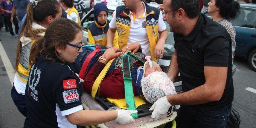 Ereğli'de Kazayı Merak Edip Geldi, Yaralının Eşi Olduğunu Görünce Gözyaşlarına Boğuldu