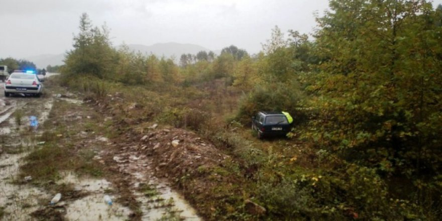 Bartın'da otomobil şarampole yuvarlandı: 2 yaralı