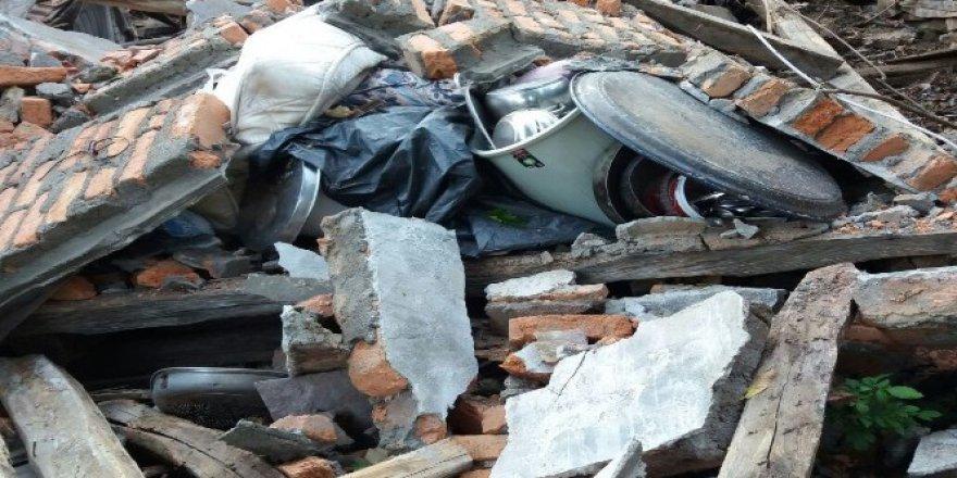Kastamonu'da sel felaketinden dolayı evi yıkılan aile yardım bekliyor