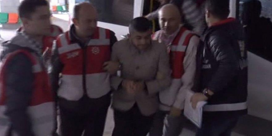 Metrobüs şoförüne şemsiye ile saldıran şahıs tutuklandı