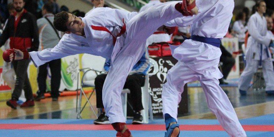 Karadeniz Ve Hazar Ülkeleri Karate Şampiyonası 6 Ülkenin Katılımıyla Rize'de Başladı