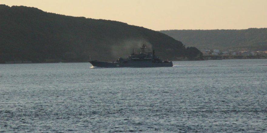 Rus donanmasına ait savaş gemisi Çanakkale Boğazı'ndan geçti