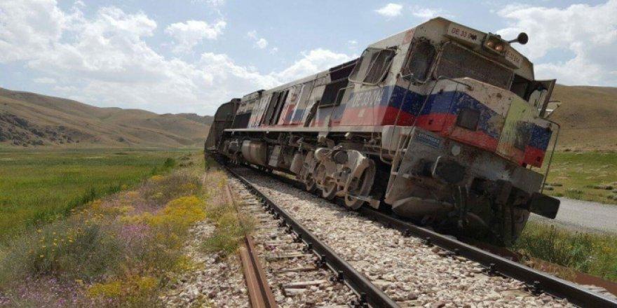 Van Saray'da Trene bombalı saldırı