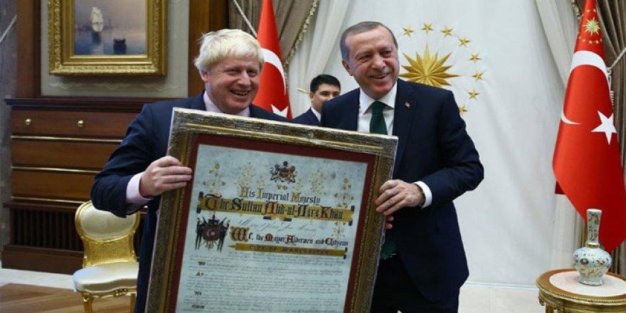 Erdoğan'dan Johnson'a sürpriz hediye