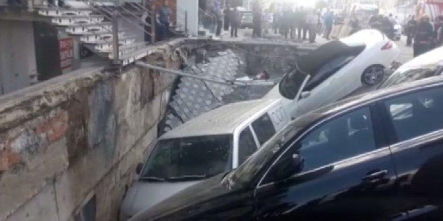 İstanbul Merter'de yol çöktü!