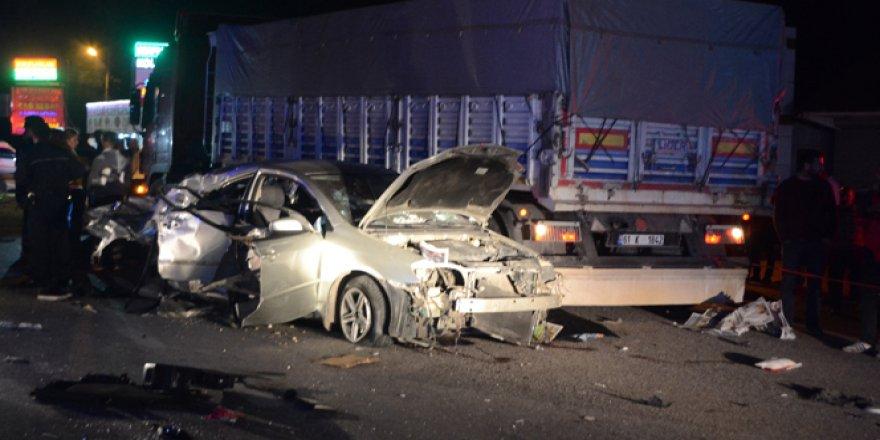 D-100 Karayolu'nda refüjü aşıp başka bir araçla çarpıştı: 3 ölü, 2 yaralı