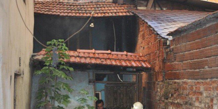 Bursa'da Kimsesiz Adamın Evi Cayır Cayır Yandı