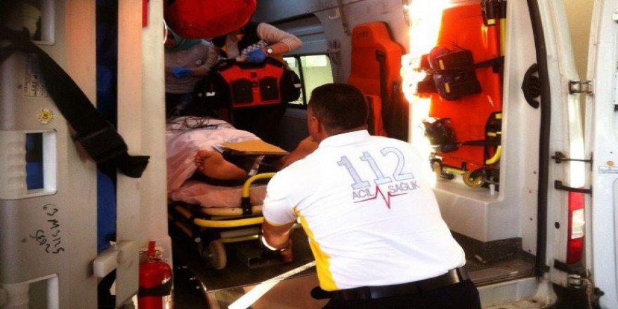Şanlıurfa'da Tır'la Çarpışan Motosikletin Sürücüsü Ağır Yaralandı