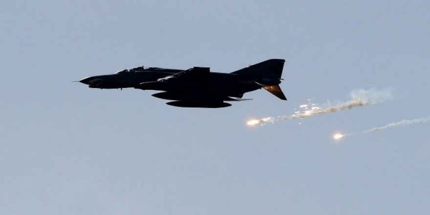 Savaş uçakları Suriye'deki DEAŞ hedeflerini vurdu