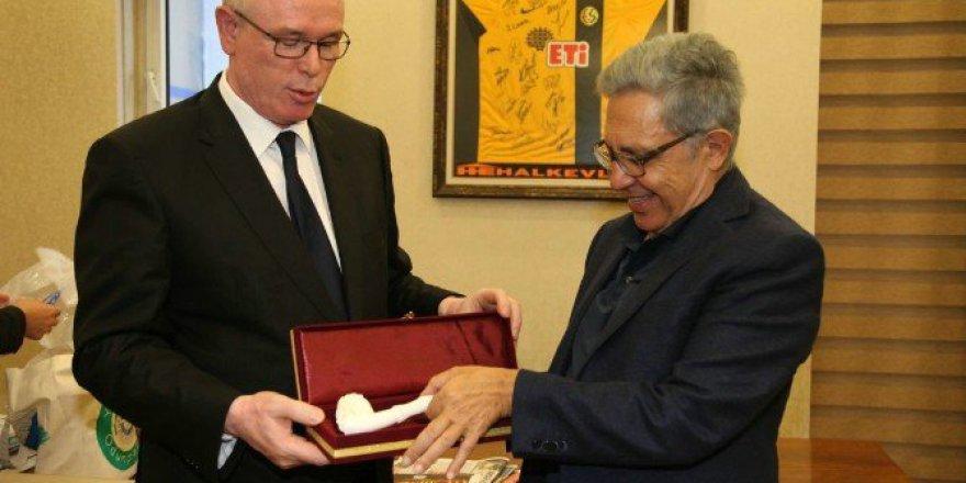 Ünlü Sanaçtı Zülfü Livaneli'den Başkan Kazım Kurt'a Ziyaret