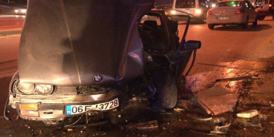 Altındağ'da Otomobil Ağaca Çarptı: 3 Yaralı