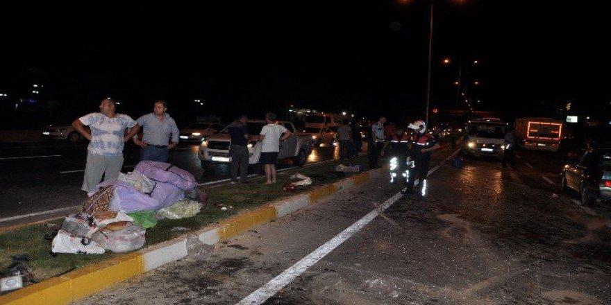 Antalya'da Zincirleme Trafik Kazası: 2 Yaralı