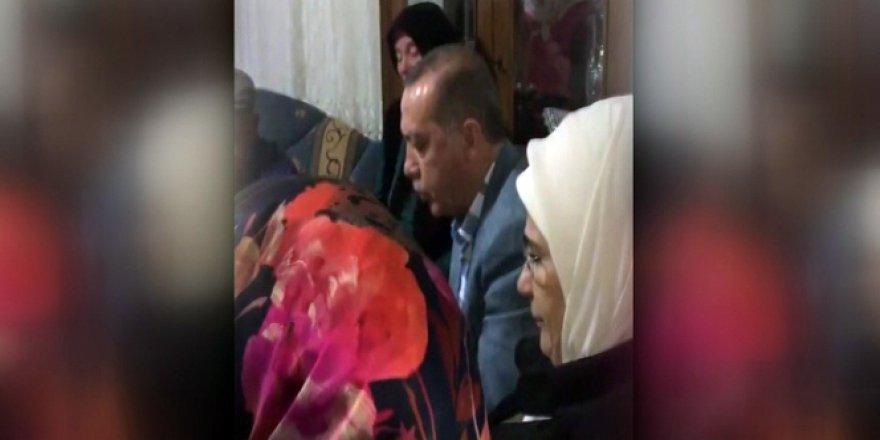Erdoğan 15 Temmuz şehidinin evinde Kur'an okudu