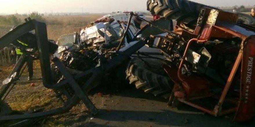 Balıkesir, Susurluk'ta traktör ile otomobil çarpıştı: 3 ölü, 1 yaralı