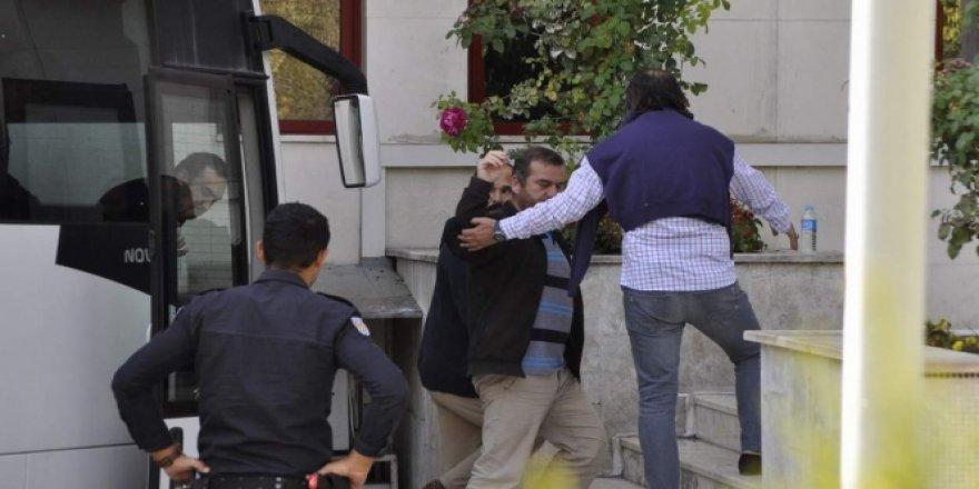 Afyonkarahisar'da FETÖ soruşturmasından 10 öğretmen tutuklandı