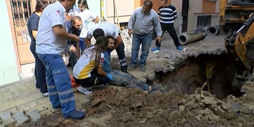 İstanbul'da kanalizasyonda çalışan işçinin üzerine toprak kaydı