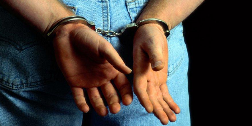 Cezaevi müdürüne uyuşturucu ticaretinden tutuklama