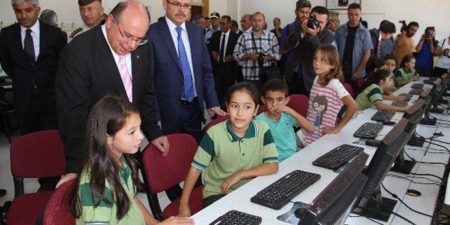 Anadolu Başsavcısı Fehmi Tosun'dan Seydikemer'e 330 Bilgisayar