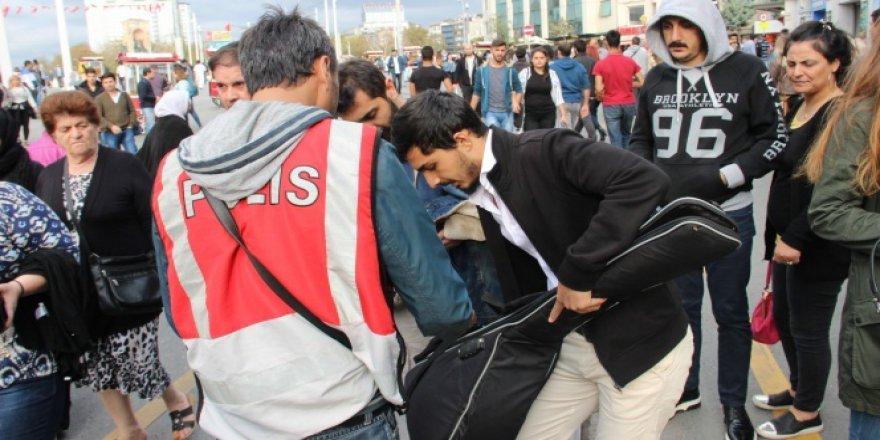 İstiklal Caddesi'nde didik didik arama
