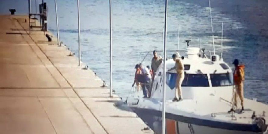 Amirallerin Donanma Komutanlığı'ndan kaçma anı kameralara yakalandı