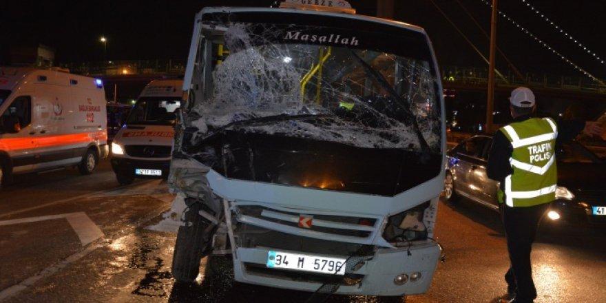Kocaeli'de Minibüs Dehşet Saçtı! 12 Yaralı