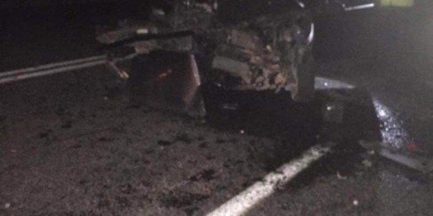 Niğde'de Otomobil Duran Vinçe Çarptı; 1 Ölü 1 Yaralı