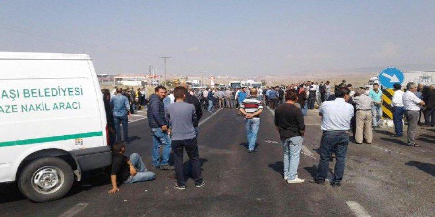Ölümlü Kazaları Protesto Eden Vatandaşlar Ankara-Konya Yolunu Trafiğe Kapattı