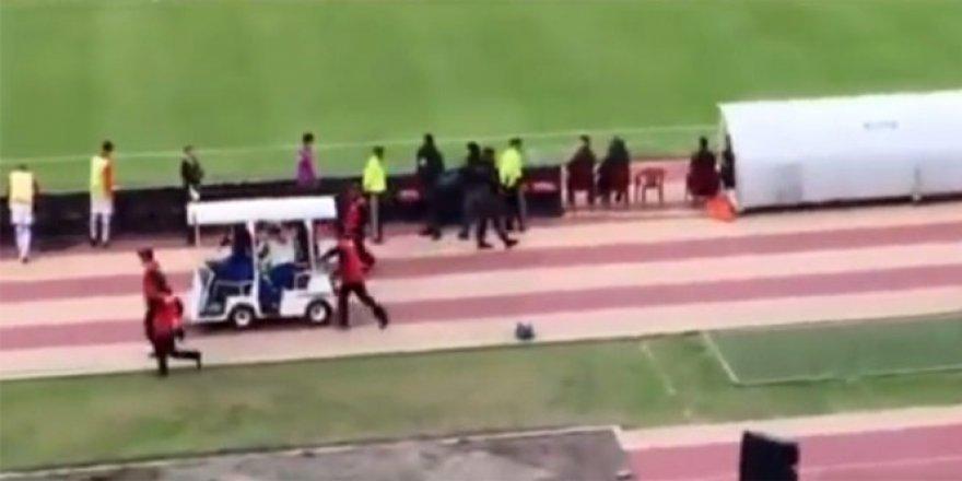 Hakkında yakalama kararı olan ünlü futbolcu Valencia sedyeyle kaçtı