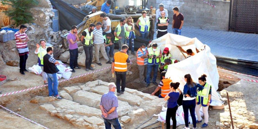 Muğla'da temel kazısında 2 bin 400 yıllık oda mezar bulundu