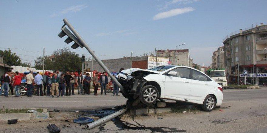 Samsun'da Otomobil İle Motosiklet Çarpıştı: 2 Yaralı