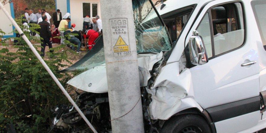 Elazığ'da Düğün yolunda Feci kaza! 15 Yaralı var